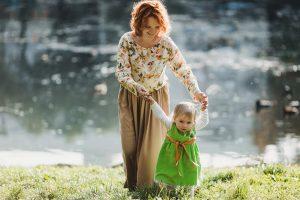 Attaccamento mamma bambino: le origini della sicurezza